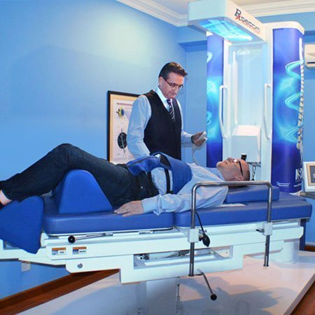 Specialist treats backpain using Rxdecom®