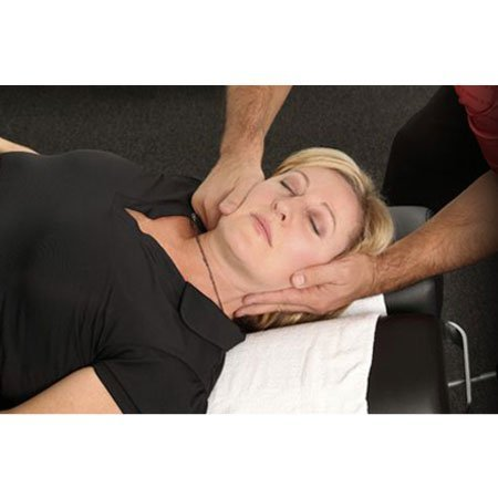 Patient treat neck pain by chiropractic method